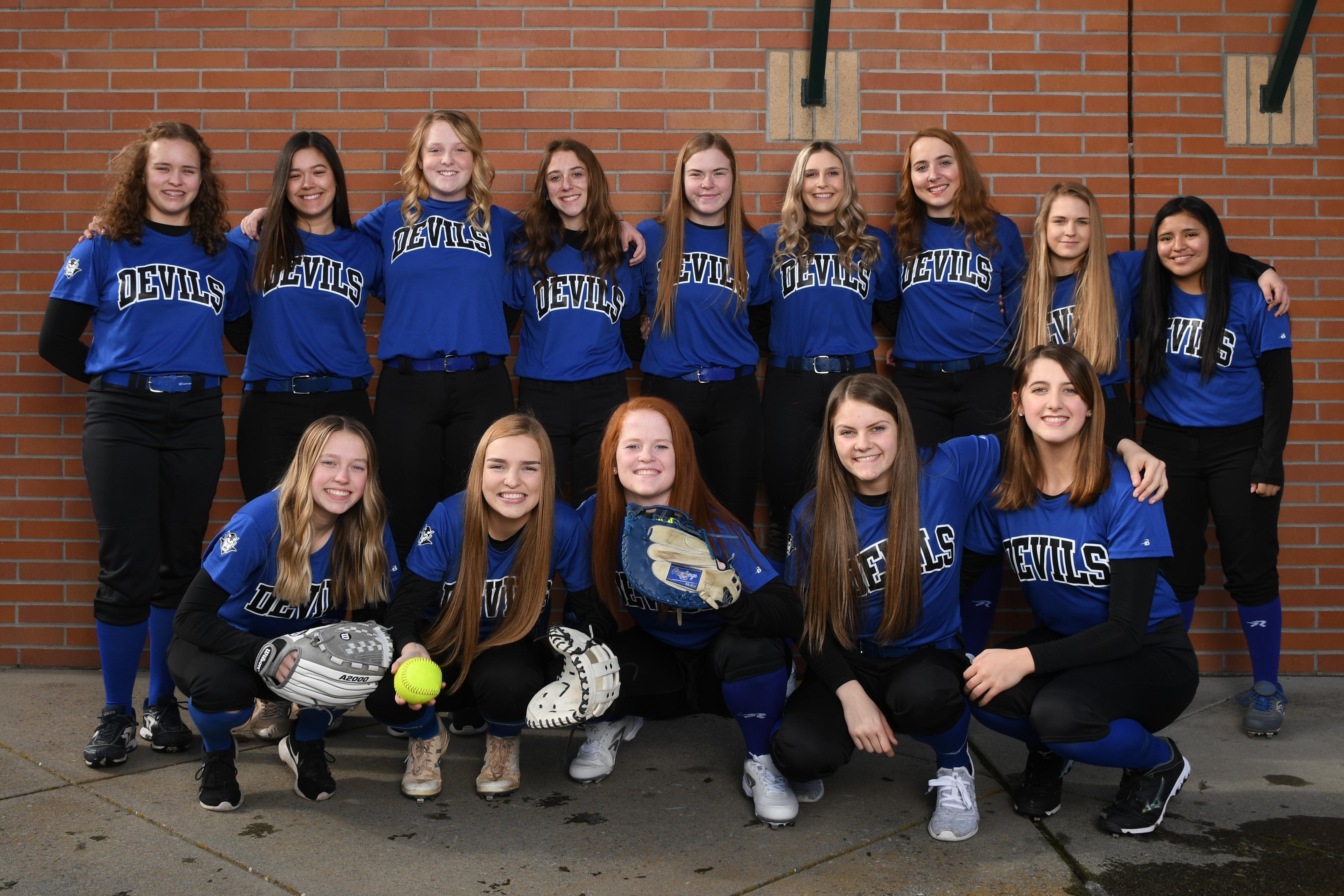 images/athletics/Softball/2019_Varsity.jpg